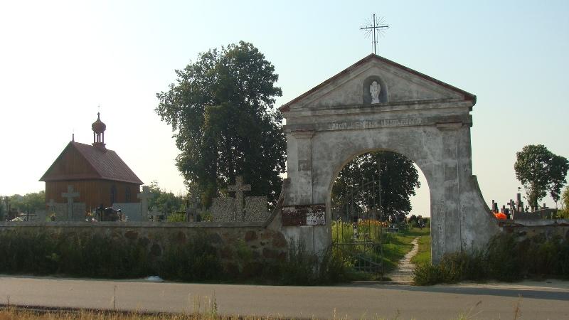 Ogólny widok cmentarza w Tuchowiczu.
